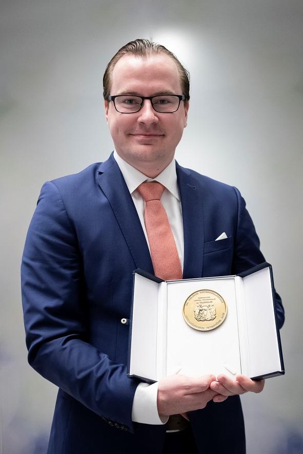 Arts-assistent chirurgie MMC wint Pélerin Wetenschapsprijs