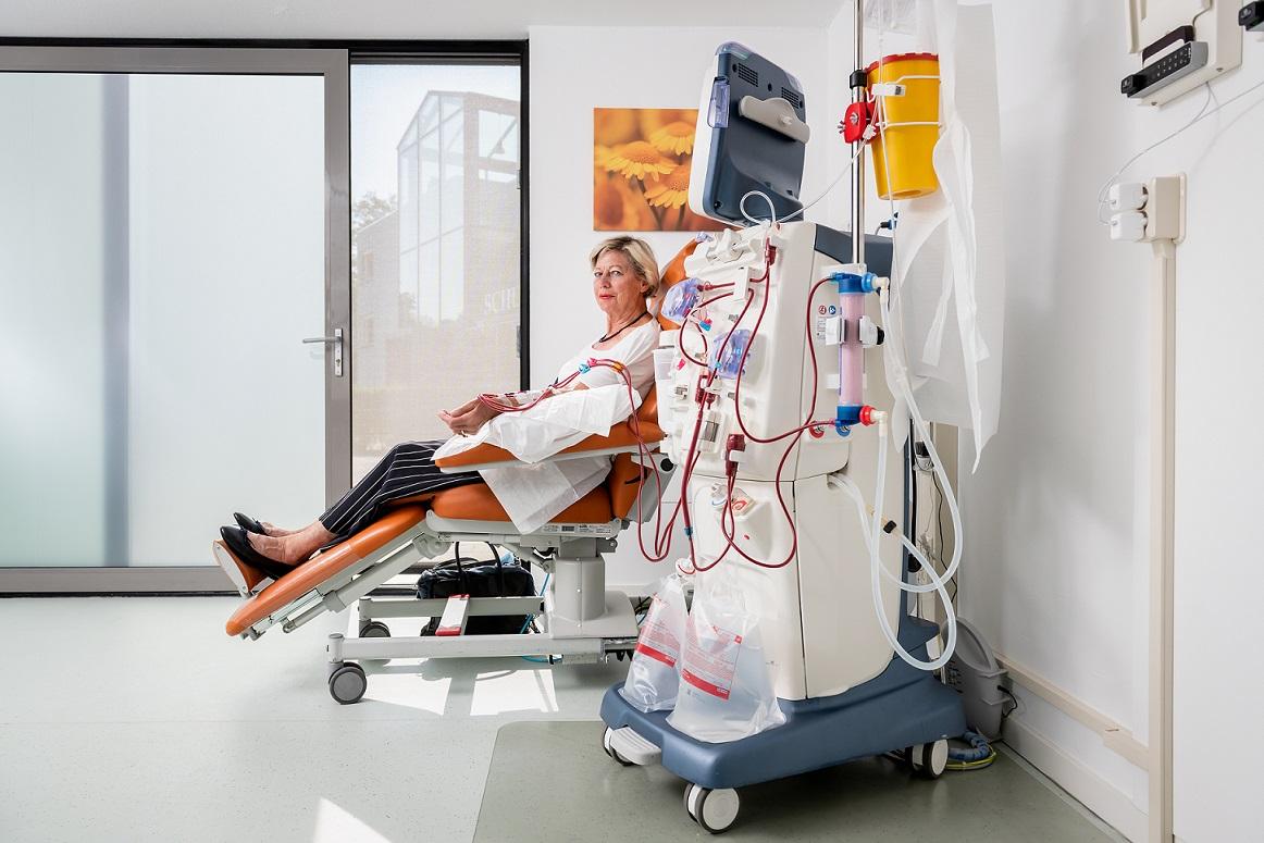 dialyseren in een dialysehub dichtbij huis