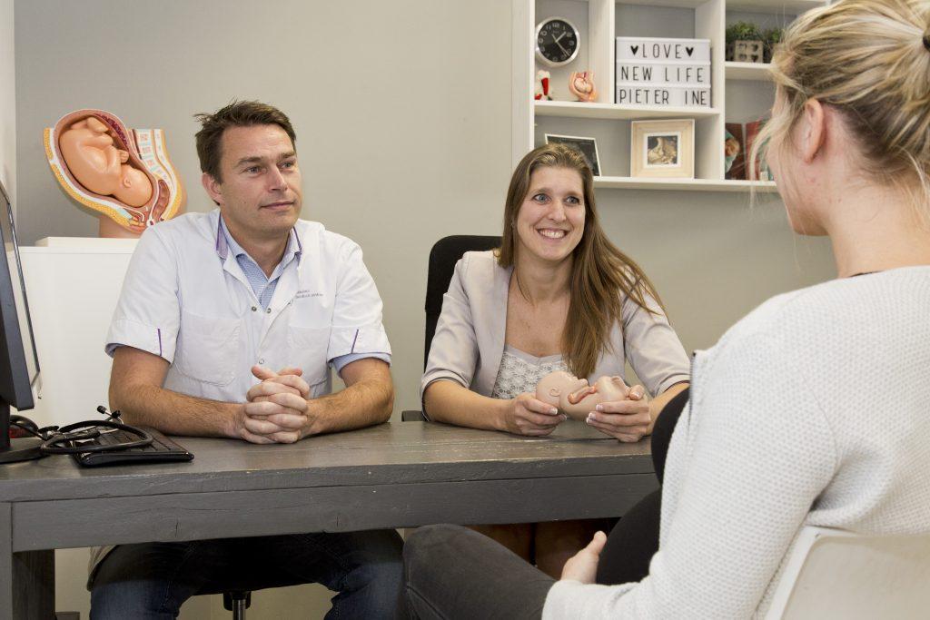 Spreekuur gynaecoloog bij verloskundigenpraktijk