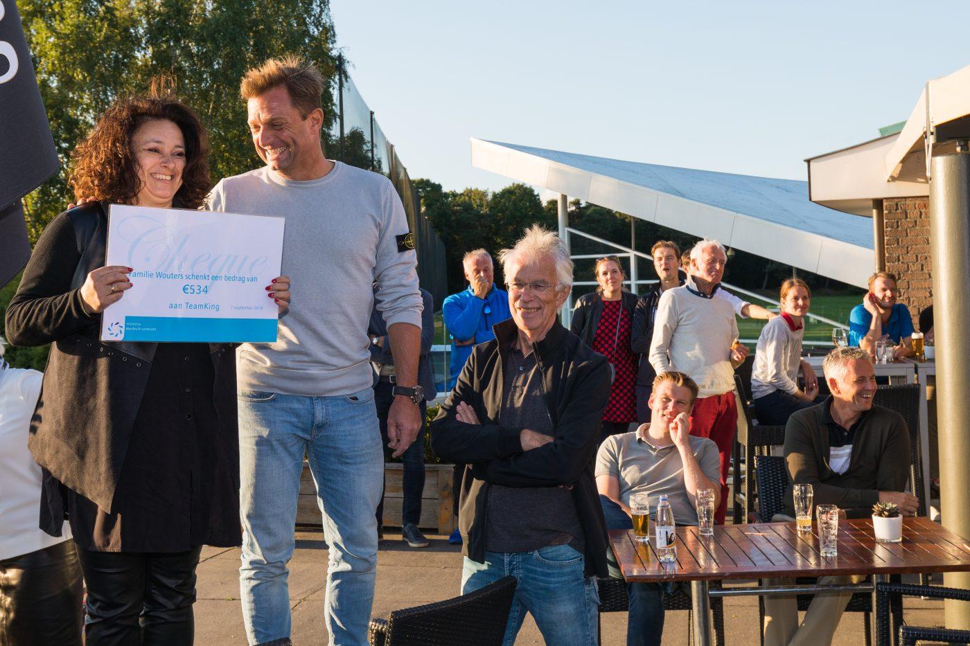 Vivian schenkt donaties afscheid echtgenoot aan Team KING