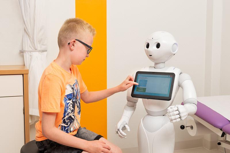 Zorgrobot informeert en instrueert kinderen bij ziekenhuisbezoek