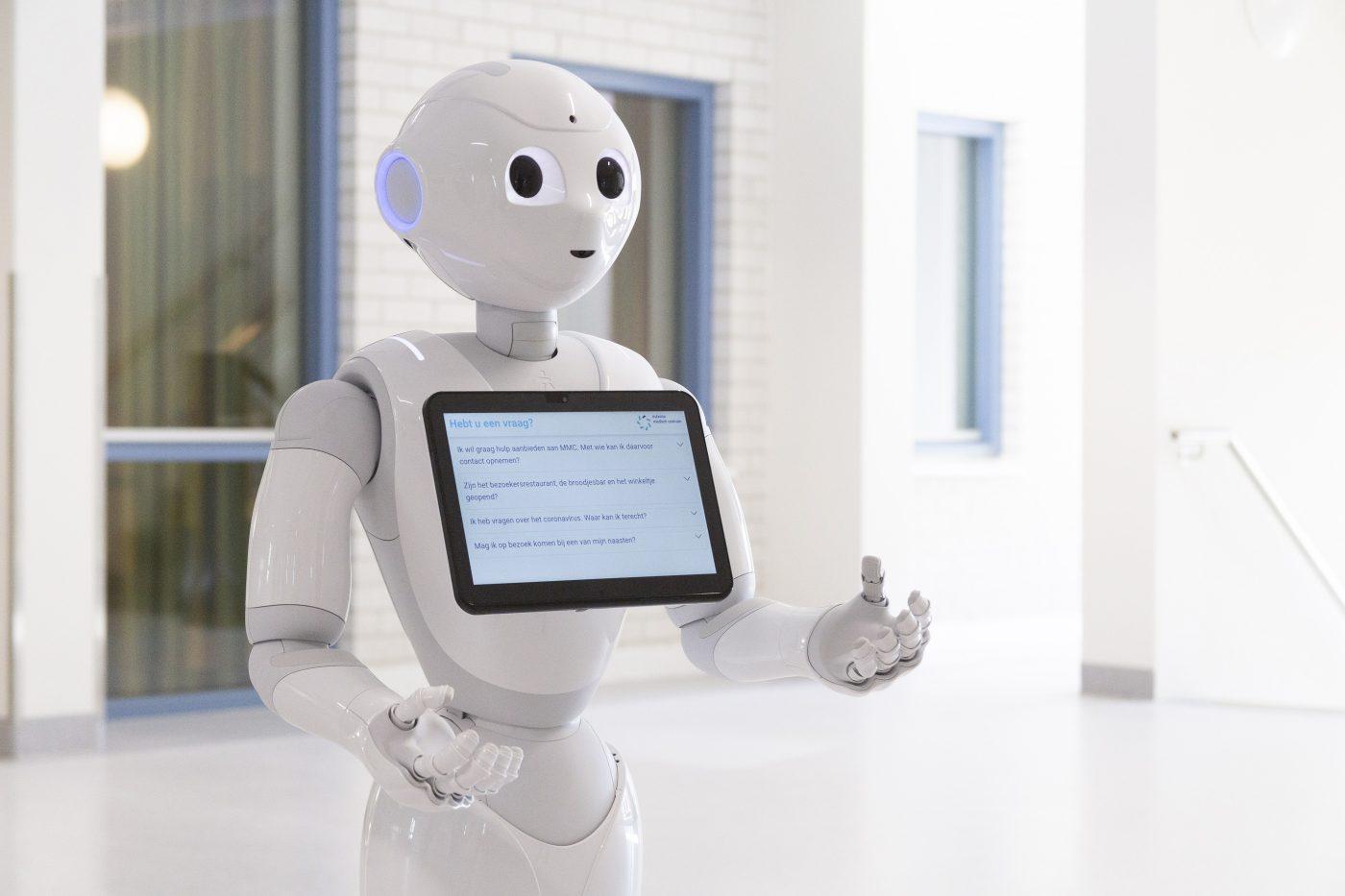 Robot Pepper houdt MMC op afstand